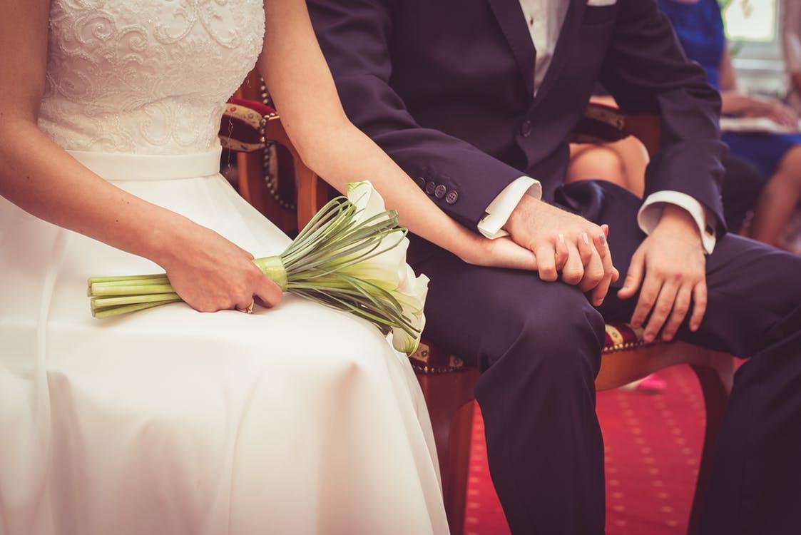 Ślub cywilny suknia (pexels)